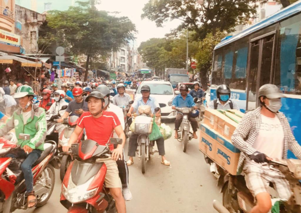 【ベトナムウクレレ by G-Labo】vol.2 エネルギーに満ち溢れた街。初めてのベトナムに驚け!